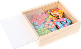 Lettres magnétiques colorées