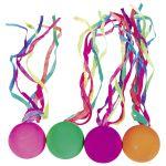 Balle rebondissante avec rubans colorés