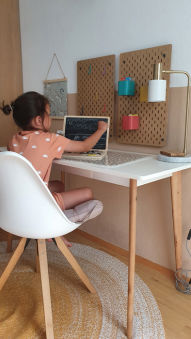 Ordinateur portable en bois avec tableau aimanté